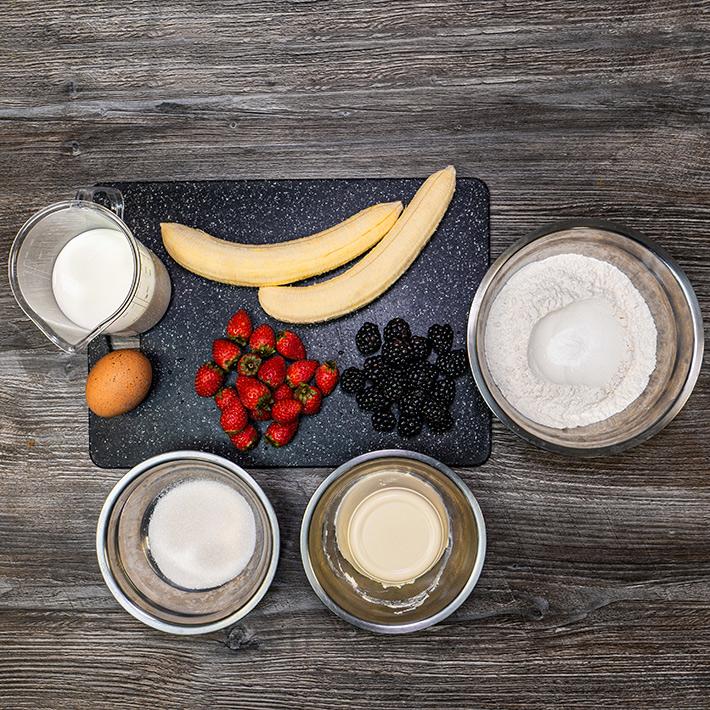 Панкейки со сливочным кремом и фруктами