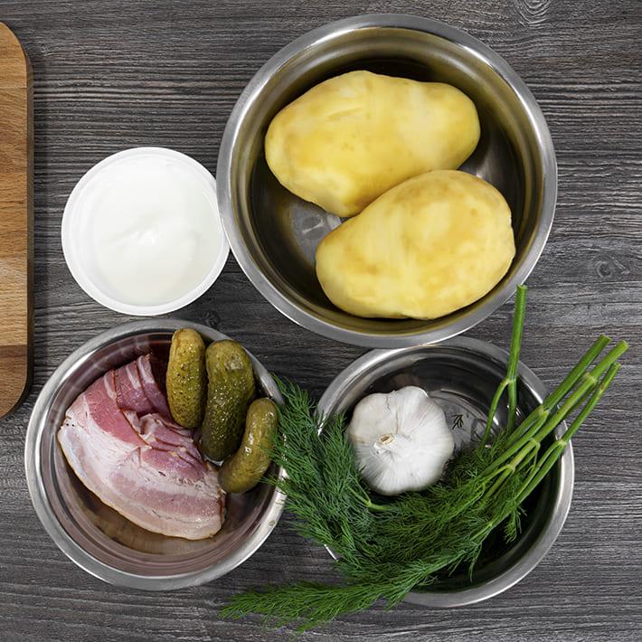 Золотистый картофель с беконом и чесноком
